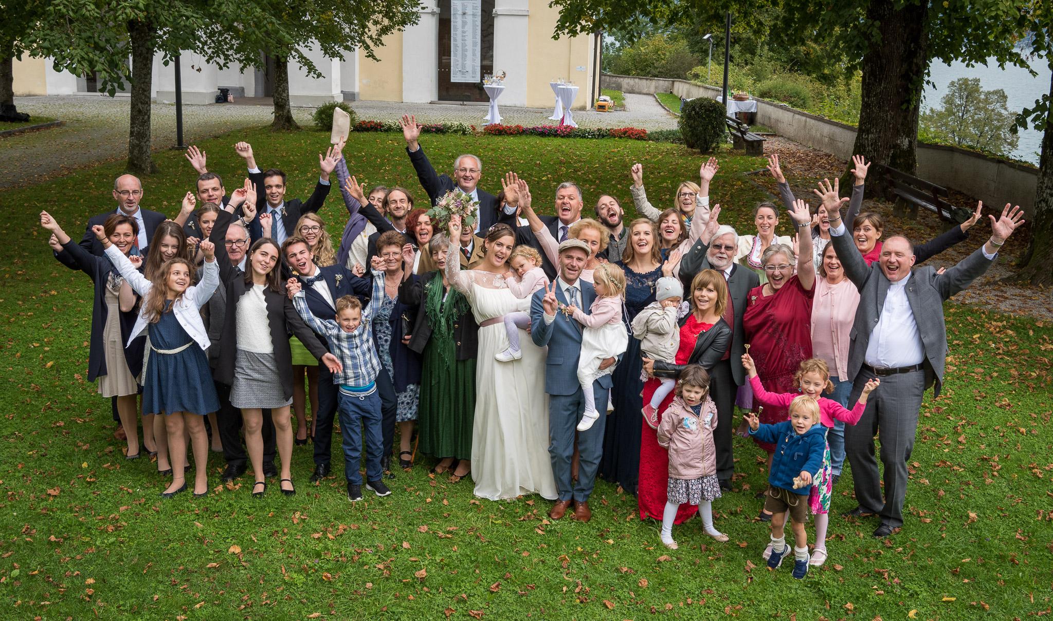 Hochzeit am Attersee, Gruppenfoto der Hochzeitsgesellschaft